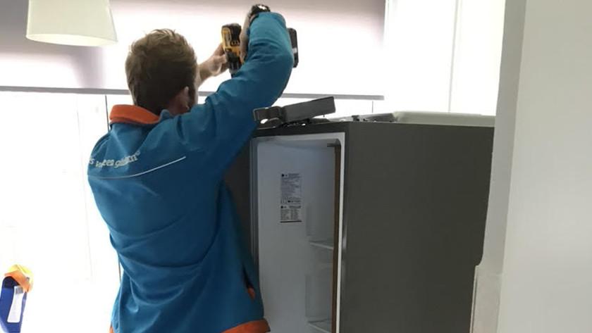 Coolblue'er monteert de deur