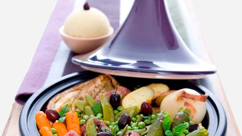 Tajinemet aardappels, vlees en groenten