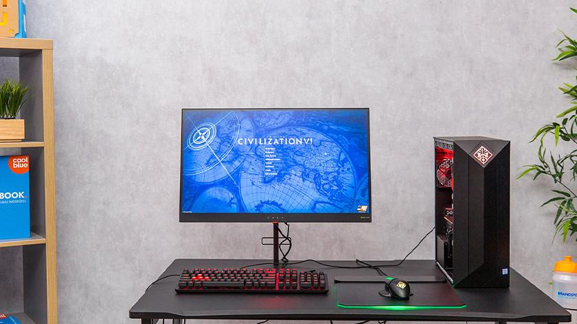 Game pc setup op bureau.