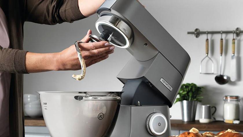 Keukenrobot met deeghaak