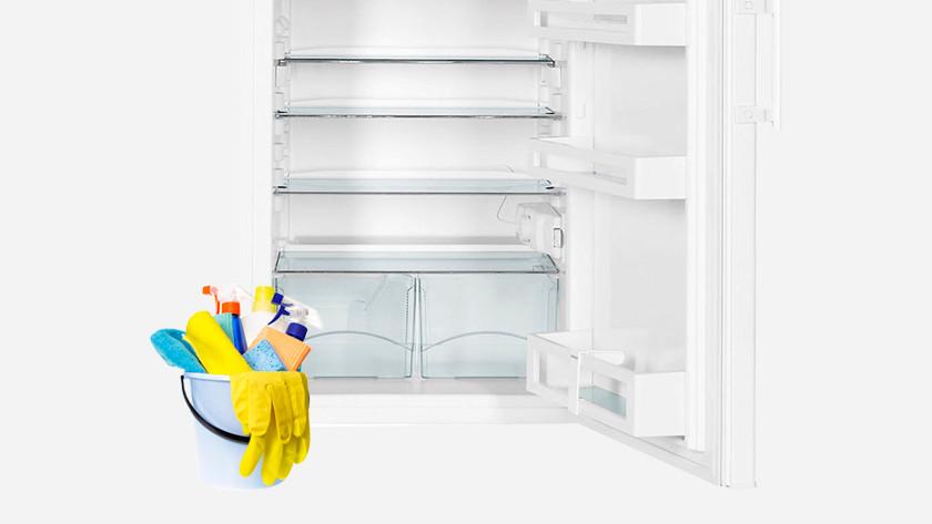 Réfrigérateur avec seau de nettoyage