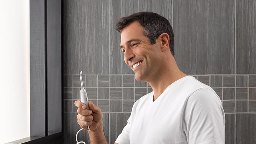 Jet dentaire pour gencives rétractées