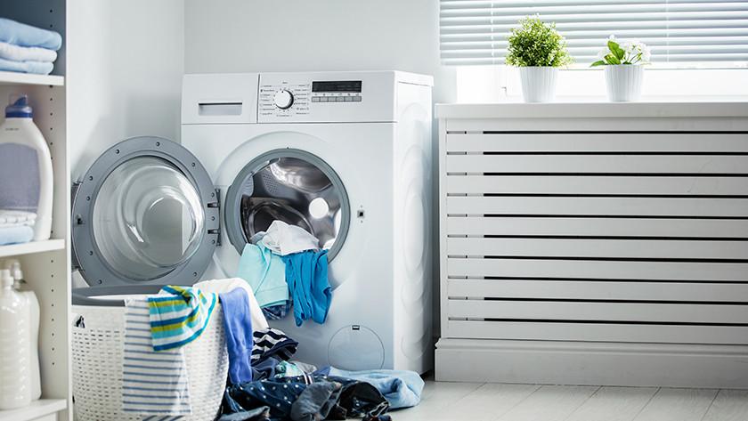 Wasmachine met volle wasmand