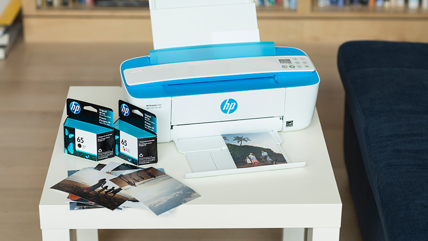 hp inkjet printer met cartridges op een tafel