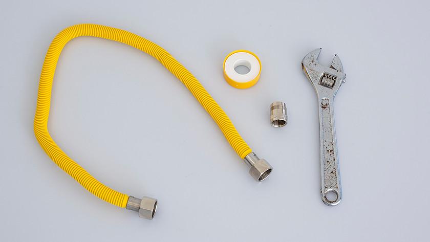 Connectez les accessoires de tuyau de gaz