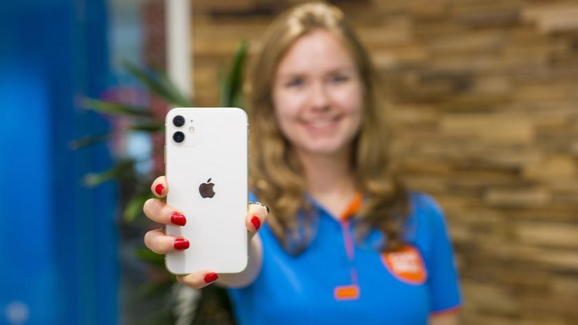 Apple iPhone 11 grootte hand