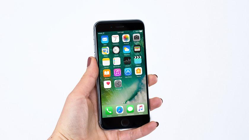 De iPhone 6 in de hand