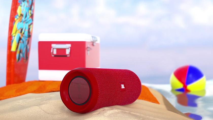 Speaker op strand