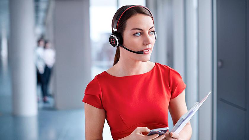 Vrouw met office headset.