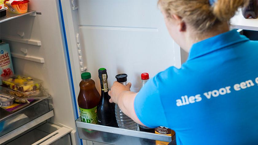 SodaStream fles met kraanwater koelen in de koelkast