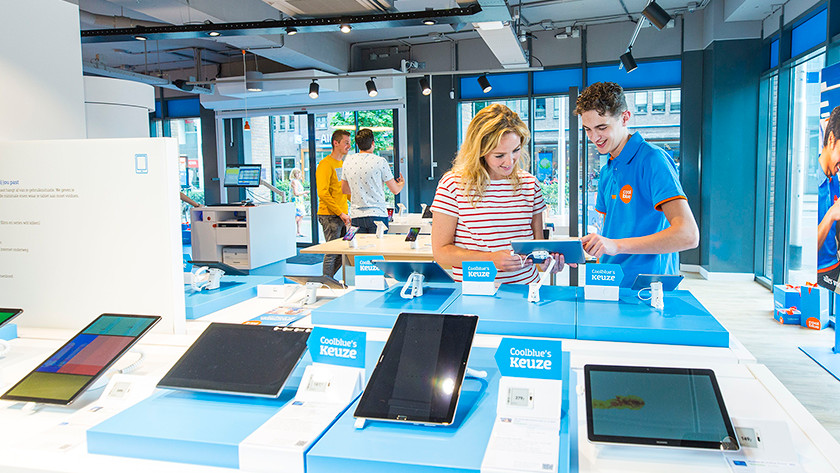 View tablet in Coolblue store with advice