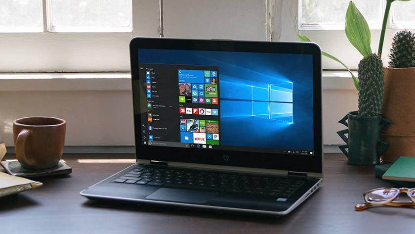 Laptop met Windows 10 startmenu.