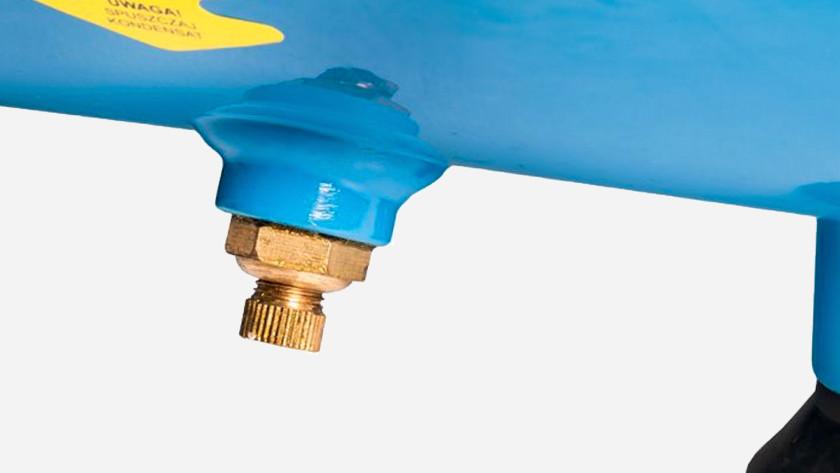 Laisser l'eau de condensation s'écouler du compresseur