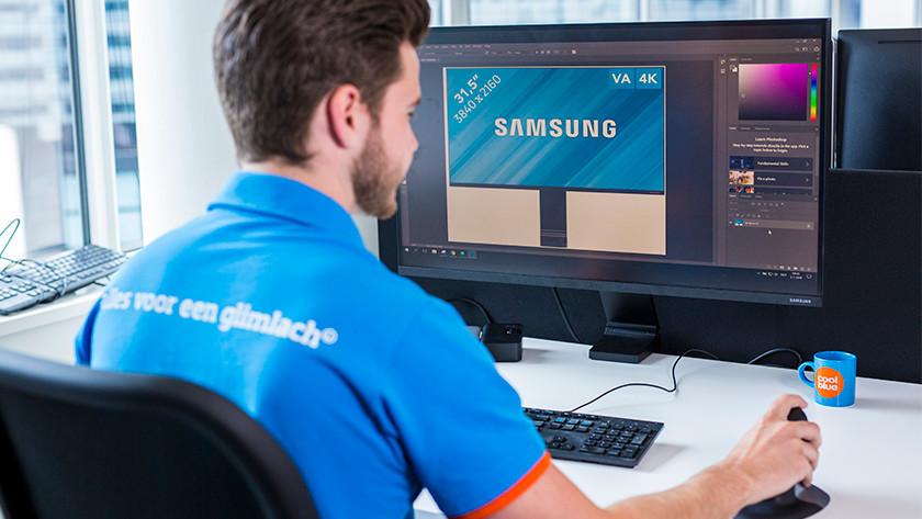 Monitor voor beeldberwerking bediend door specialist