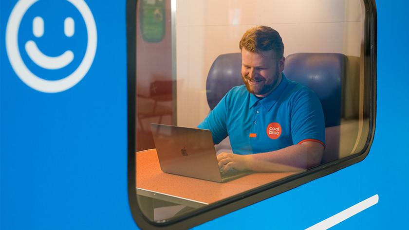 Apple MacBook Air in de trein