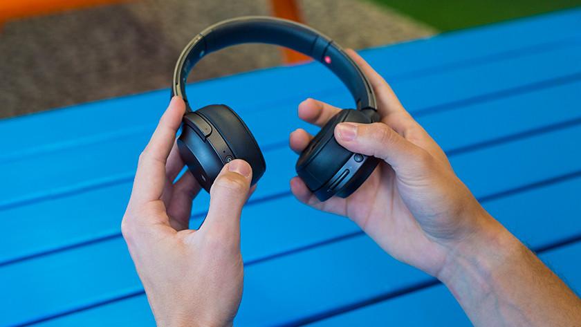 Stap 4: zet je hoofdtelefoon/oordopjes aan