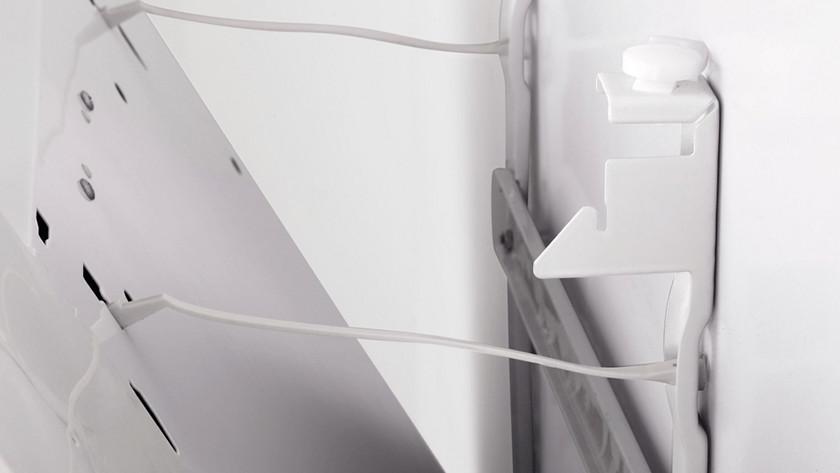 Suspendre le radiateur à panneau rayonnant