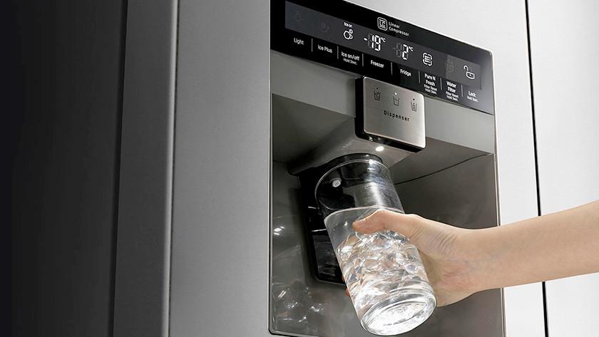 American fridge dispenser