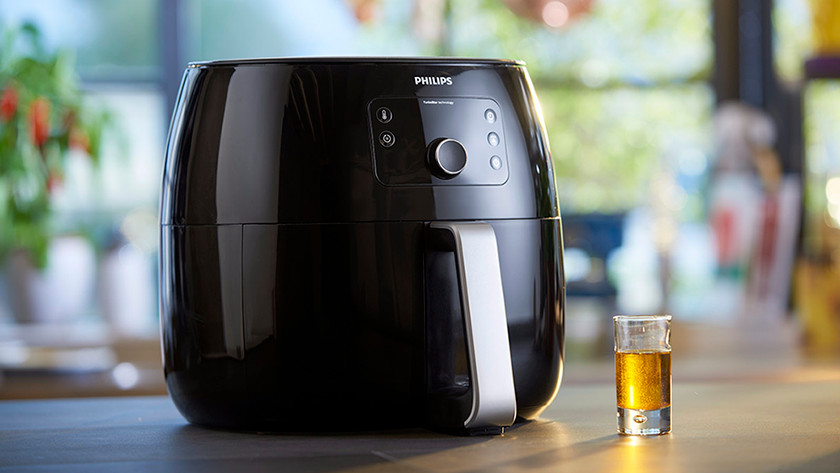 Airfryer with a small glass of oil