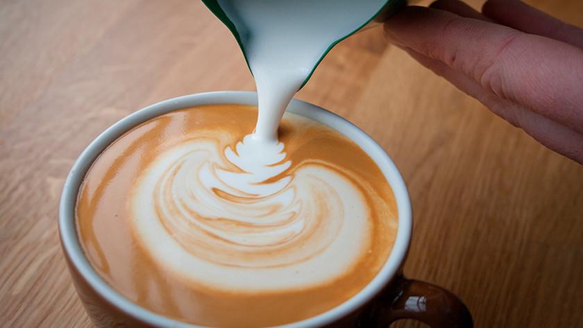 Cappuccino zetten met een volautomatische espressomachine