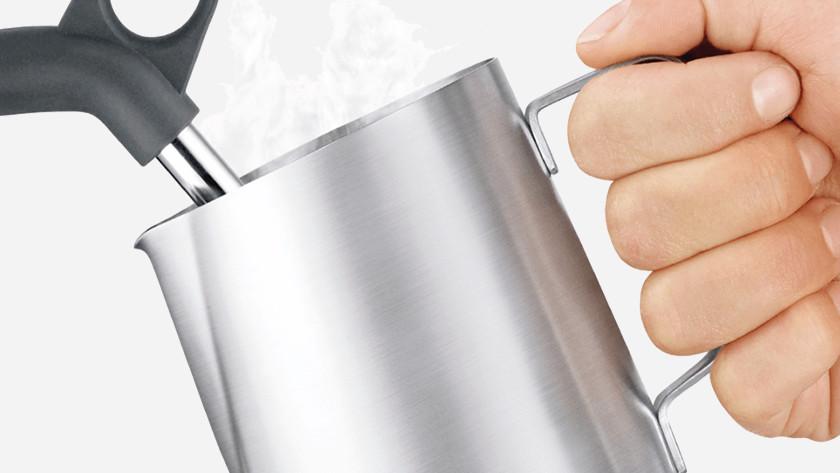 Essuyez la buse vapeur avec un torchon propre