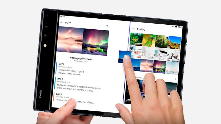 Royole flexpai foldable phone multitasking