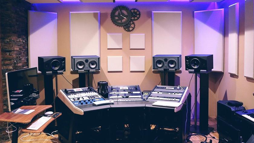 Placement et configuration d'un moniteur de studio