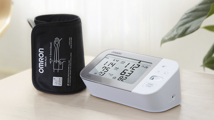 Blood pressure monitor and cuff