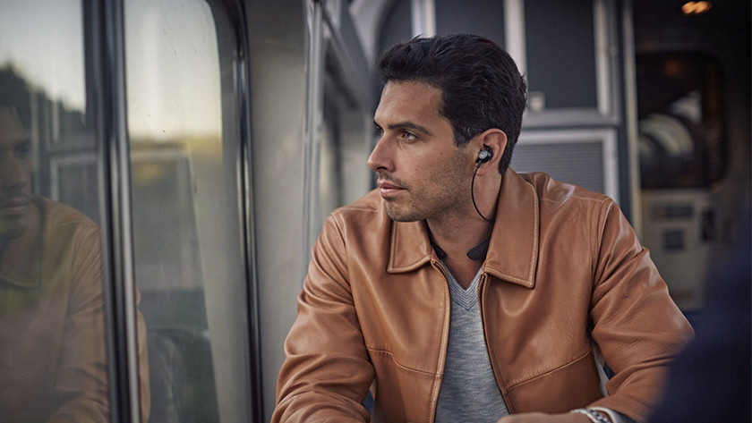 Noise-canceling earbuds