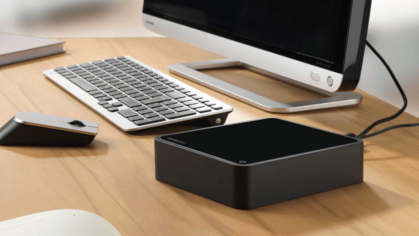 Disque externe connecté à un ordinateur.