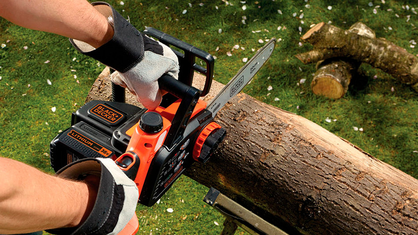 Sawing thick branches with a chainsaw