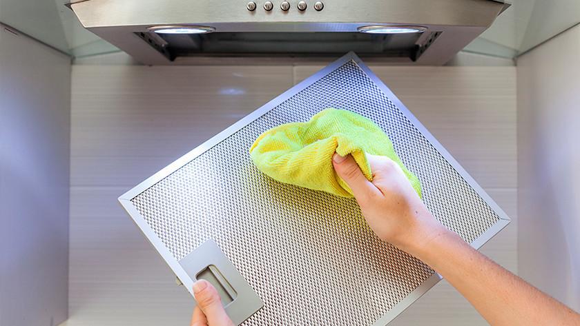 Vetfilter dampkap schoonmaken