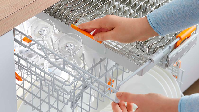 Upper cutlery drawer