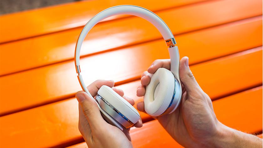 Beats Solo3 in handen