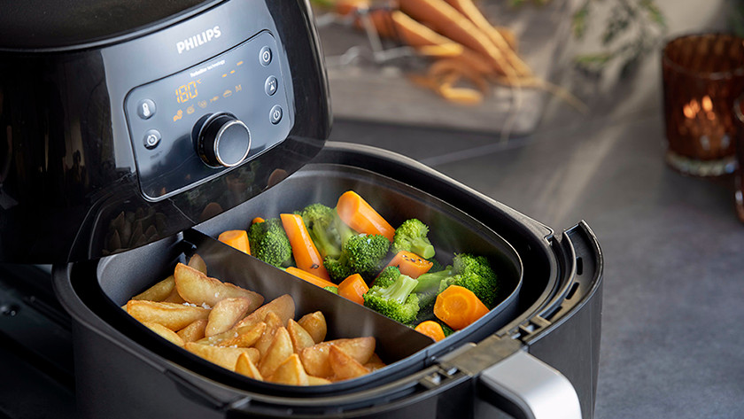 Airfryer with potatoes and vegetables