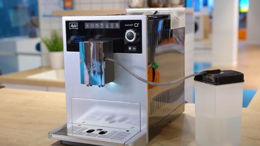 Volautomaat met melkslang