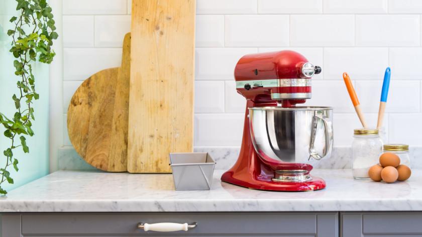 Keukenmachine op aanrecht