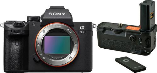 Sony Alpha A7III + Jupio Battery Grip Main Image