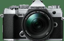Olympus OM-D E-M5 III Boitier Argent + 14-150 mm f/4.0-5.6 II Noir