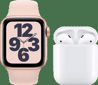 Apple Watch SE 40mm Roségoud Roze Bandje + Apple AirPods 2 met oplaadcase